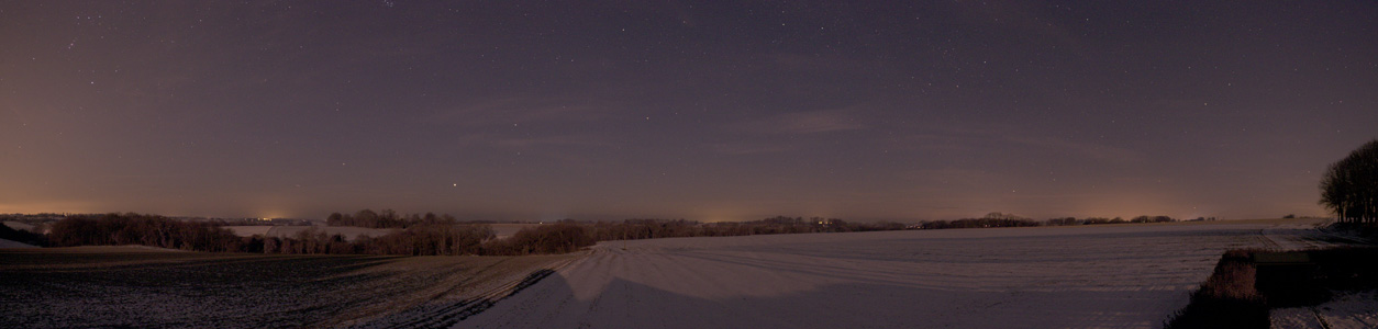 Paysage vu de la coupole une nuit enneigée